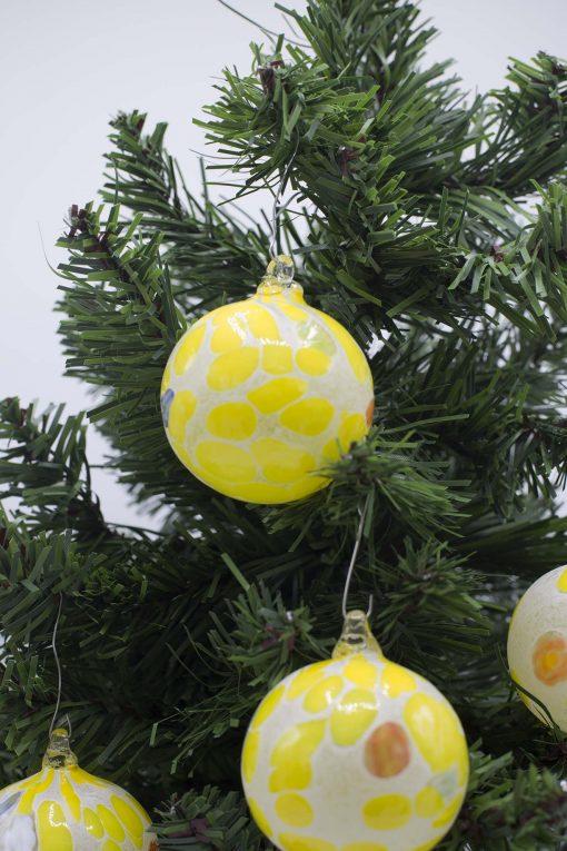 Pallina di Natale gialla particolare